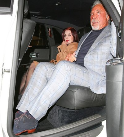Tom Jones Dates Priscilla Presley