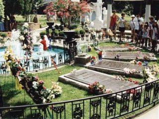 Elvis Grave Graceland