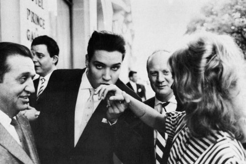 Elvis-Paris-Kiss