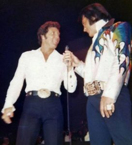 tom_jones_elvis_presley_on_stage